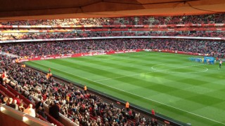 The Arsenal and Sunderland teams line up at the Emirates Stadium.