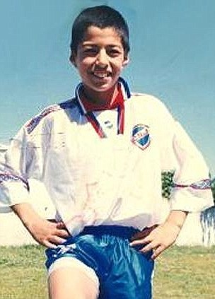 Luis Suarez started his football journey with youth side Urreta.