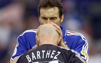 Laurent Blanc was known to kiss Barthez's head for good luck.