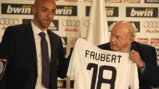 Real Madrid legend Alfredo Di Stefano appears confused by the signing of Julien Faubert.